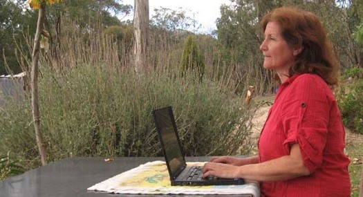 A person sitting outside using a computer  Description automatically generated with medium confidence